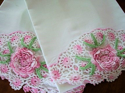 VINTAGE PILLOWCASES SWEET PINK ROSES CROCHETED LACE SO COTTAGE CHIC