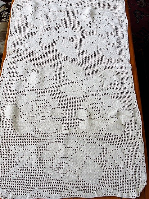 BEAUTIFUL Vintage Long Hand Crochet Lace Runner ROSES Vintage Home Romantic Cottage Decor Vintage Linens