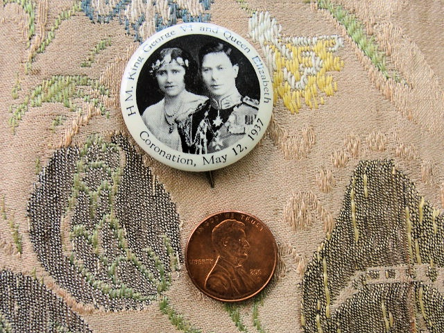 ROYALTY PIN 1937 CORONATION  KING GEORGE VI QUEEN ELIZABETH