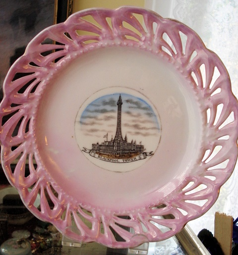 ANTIQUE PINK LUSTRE SOUVENIR PLATE BLACKPOOL TOWER