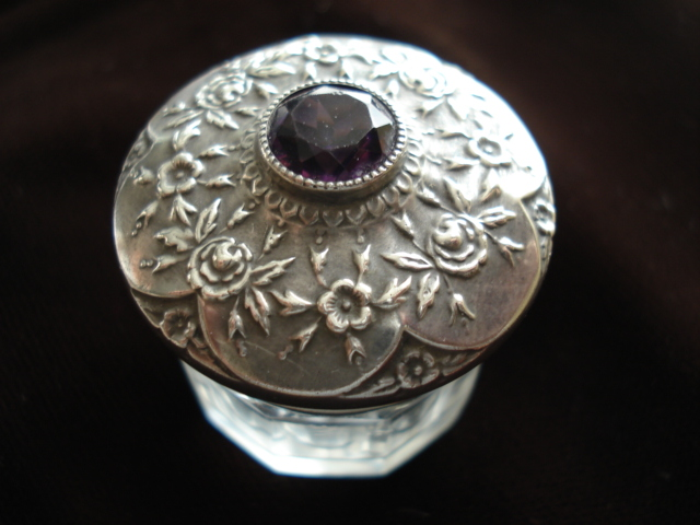 ANTIQUE ORNATE STERLING and CRYSTAL VANITY JAR AMETHYST