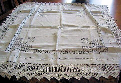 ANTIQUE FANCY TABLECLOTH DRAWNTHREAD WORK, WIDE FILET LACE EDGING