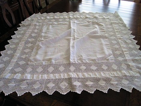 VICTORIAN FANCY TABLECLOTH DRIPPING WITH WIDE FILET LACE