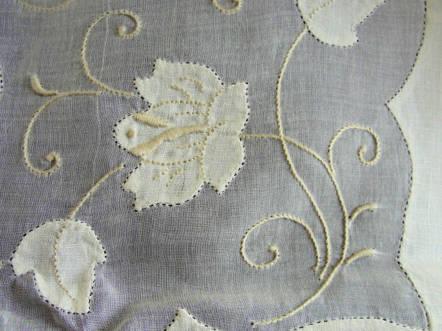 VINTAGE MADEIRA LINEN ORGANDY TABLECLOTH, NAPKINS SET STUNNING HAND APPLIQUE NEEDLEWORK