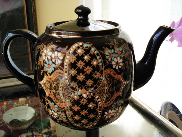 ANTIQUE FANCY BROWN BETTY TEAPOT LARGE SIZE