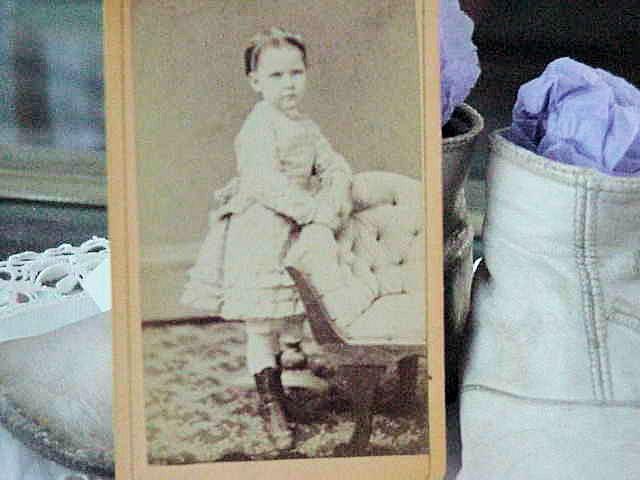 SWEET FASHION STUDY VICTORIAN PHOTOGRAPH CARTE DE VISIT LITTLE GIRL