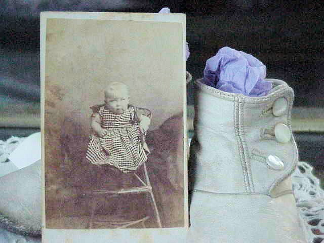 VICTORIAN CDV PHOTOGRAPH  BABY IN WICKER CHAIR