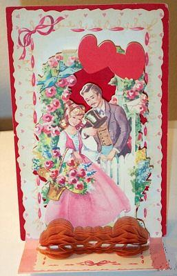 ANTIQUE FOLD OUT VALENTINE   CARD ROMANTIC COUPLE HONEYCOMB