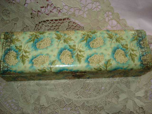 VICTORIAN CELLULOID GLOVE BOX BEAUTIFUL COLORFUL