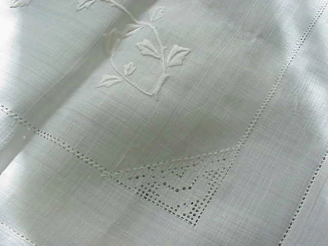 EXQUISITE VINTAGE RICE LINEN FANCY EMBROIDERED TABLECLOTH
